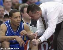 Florida coach Billy Donovan, right, talks with his point guard Anthony Roberson